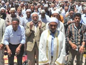 Sahte imam BDP binasını bastı