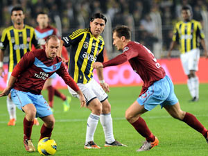 Trabzonspor'un ölüsü de Fener'e kafa tuttu!
