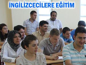 Üniversitedeki İngilizce okutmanlarına eğitim