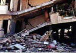Beyoğlu'nda bir bina çöktü!