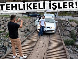 TAHTA KÖPRÜDE TEHLİKELİ FOTOĞRAF!