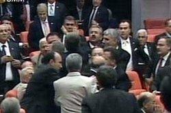 Sezer'i eleştirene CHP yumruğu!