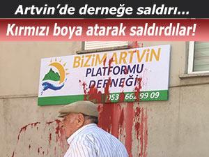 BİZİM ARTVİN PLATFORMU DERNEĞİ'NE KIRMIZI BOYALI SALDIRI