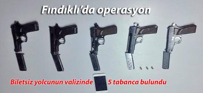 Biletsiz yolcunun valizinde 5 tabanca bulundu