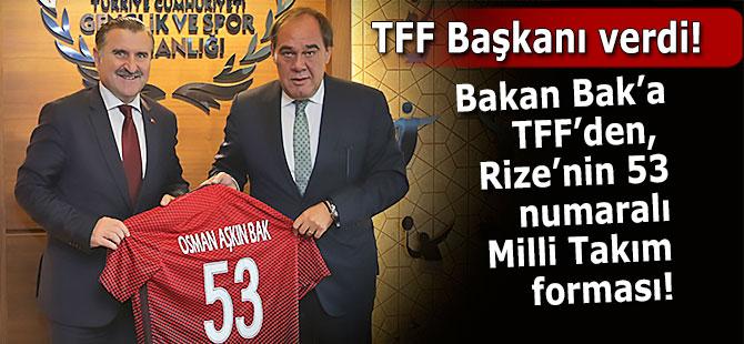 Bakan Bak'a, TFF'den 53 numaralı forma hediyesi!