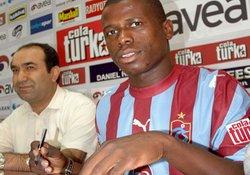 Trabzonspor'da Gineli imzayı attı