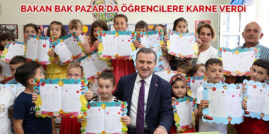 Bakan Bak Pazar'da öğrencilere karne verdi