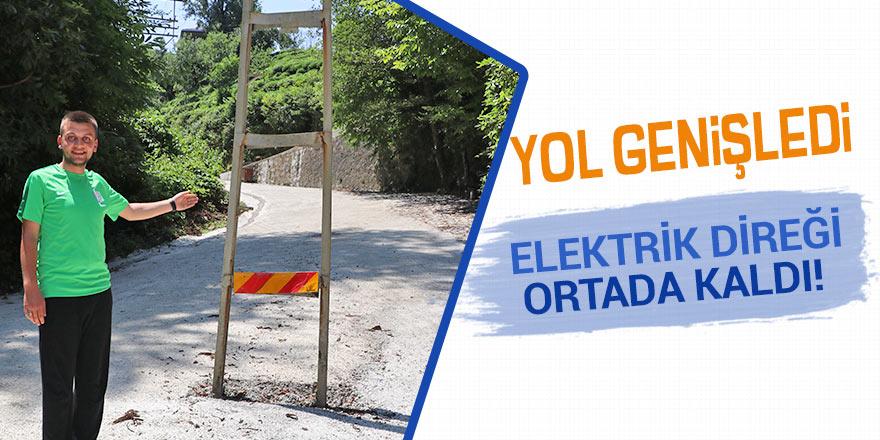 Yol genişleyince elektrik direği yolun tam ortasında kaldı
