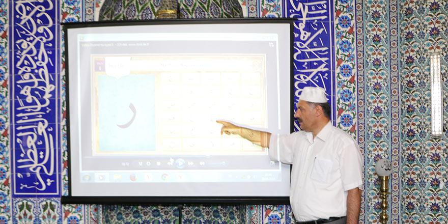 Projeksiyon cihazı çocuklara camiyi sevdirdi