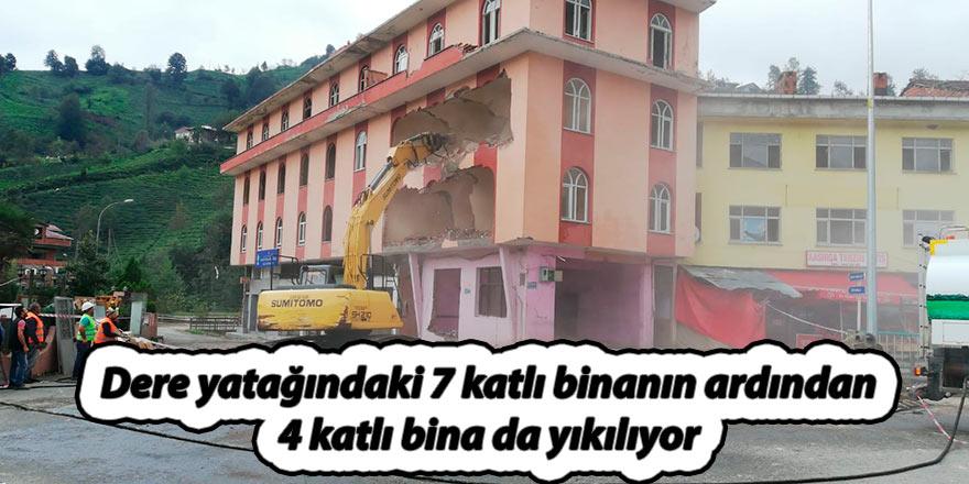 Dere yatağındaki 7 katlı binanın ardından 4 katlı bina da yıkılıyor