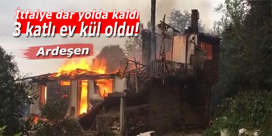 Ardeşen'de itfaiye dar yolda kaldı: 3 katlı ev kül oldu