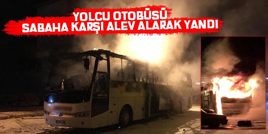 Yolcu otobüsü sabaha karşı alev alarak yandı