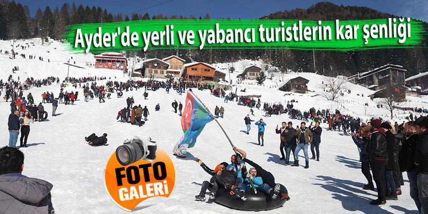 Ayder'de yerli ve yabancı turistlerin kar şenliği