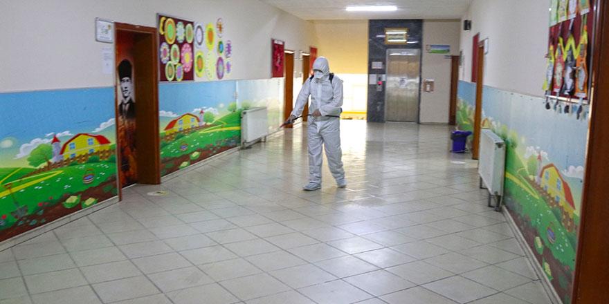 Rize Belediyesi okulları dezenfekte ediyor