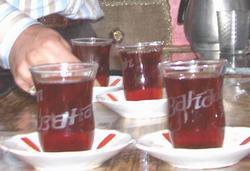 Erzurumlu'nun çay keyfi!
