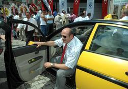 Bakırcı, taksici esnafla barıştı