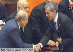 Bahçeli ve DTP'li Türk tokalaştı