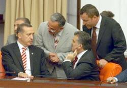 Gül Cumhurbaşkanı seçildi
