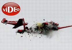 İki uçak havada çarpıştı - Video