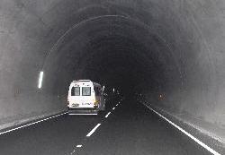Karanlık tünellere yine florasan!