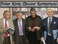 Pazar'da kitap okuma kampanyasına katıldılar