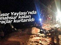 Avusor Yaylası'nda mahsur kalan araçlar kurtarıldı