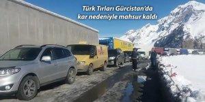 Türk Tırları Gürcistan'da kar nedeniyle mahsur kaldı