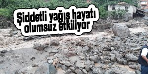 Şiddetli yağış hayatı olumsuz etkiliyor