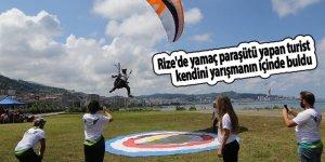 Rize'de yamaç paraşütü yapan turist kendini yarışmanın içinde buldu