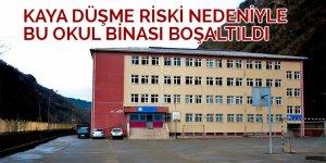 Rize'de kaya düşmesi riski nedeniyle bir okul binası boşaltıldı