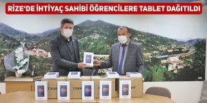 Rize'de ihtiyaç sahibi öğrencilere tablet dağıtıldı